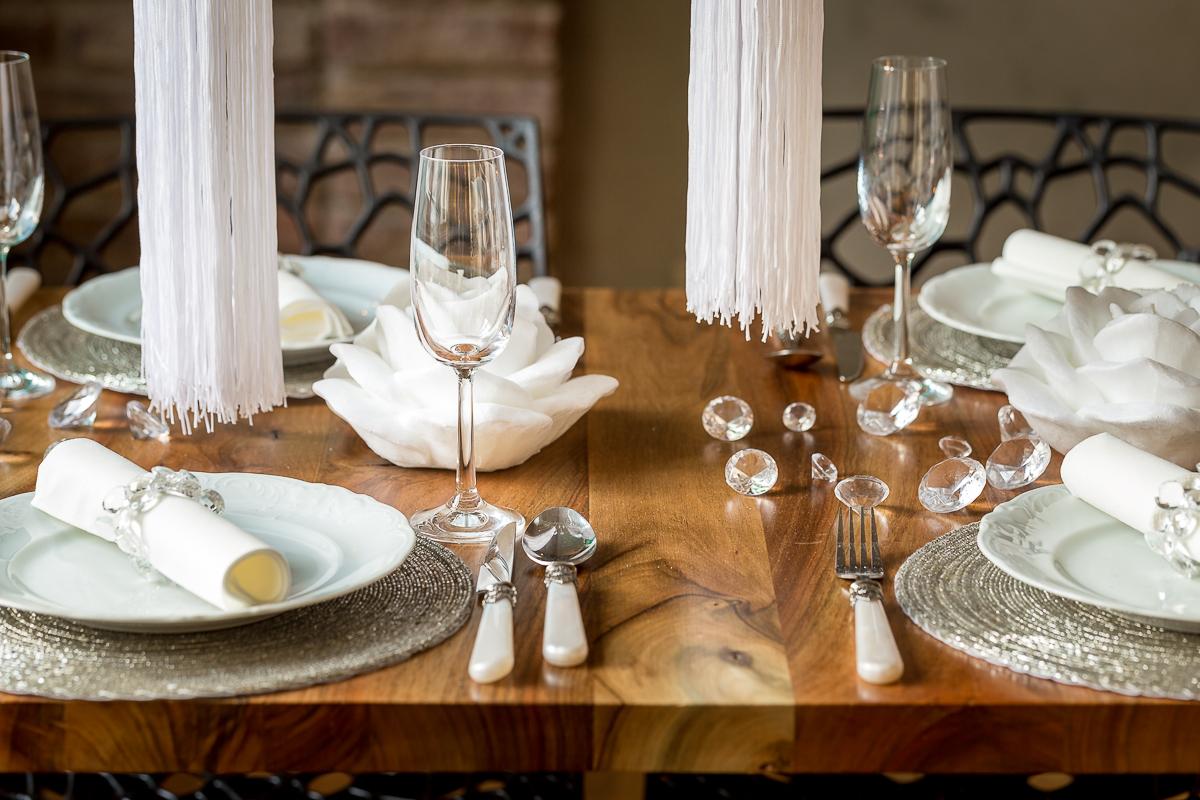 Stół dekoracje - fotografia wnętrz - detale i design