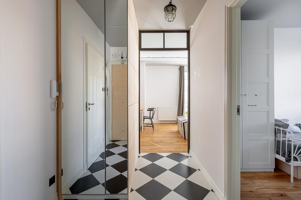 Mieszkanie dobrze urządzone - szafa