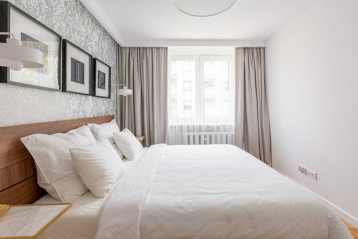 Widok na okno w sypialni - wiosna 2019