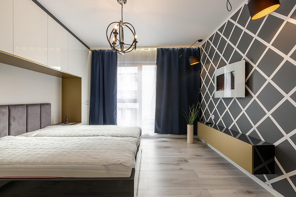 Sypialnia ściana z mozaiką